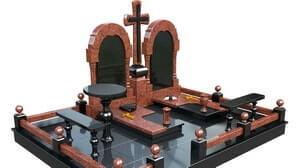 Большой мемориальный комплекс с двумя лавочками